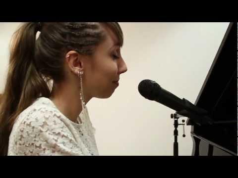 Video: Superwoman (Alicia Keys Cover 2012) - Carolina Jass