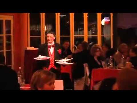 Video: Wurstl- der Clown und Komiker! Was macht Er bei einer Dinner Show?