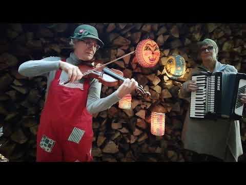 """Video: Laternenlied """"Ich geh mit meiner Laterne"""", musik-und-clownerie.de, Gabriele Janke, Violine u Elke Knötzele, Akkordeon"""