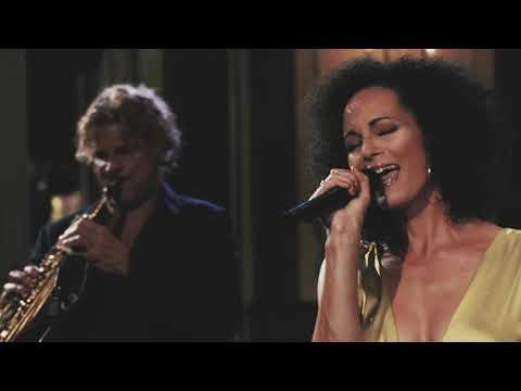 Video: True Colours - AZA'S LOUNGE QUINTETT live aus dem Silbersaal / Deutsches Theater München