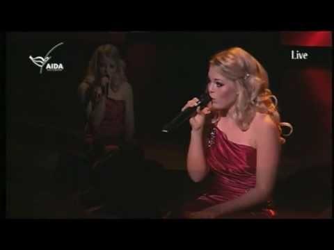 "Video: Andrea singt bekannte Musical-Klassiker in ihre Show ""Live & Love"", AIDAbella 2012."