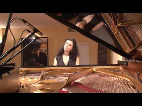 """Video: Unterhaltung auf höchstem Niveau .Neue Interpretation von bekannten Lieder. """"Mona Lisa""""  """" For once in my life"""""""
