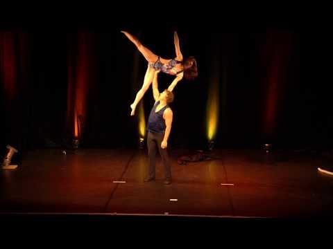Video:  Akrobatik mit Tango und Bachata Tanz (Ausschnitte)