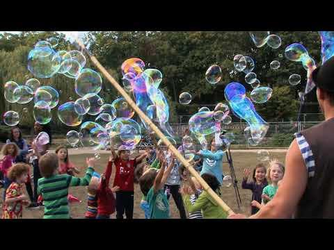 Video: Riesenseifenblasen Vorfür-und Animationshow