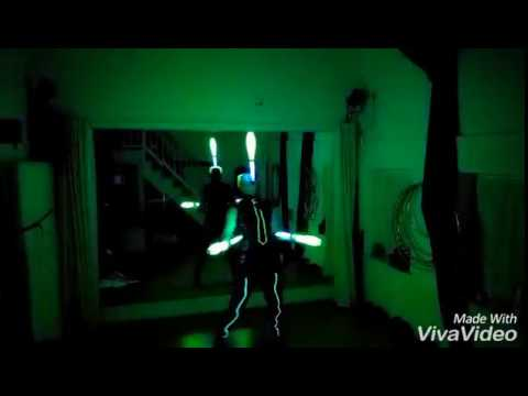Video: Trailer Leuchtjonglage 3-5 Bälle und 2-4 Keulen