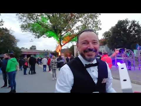 Video: Kellner auf Rollschuhen