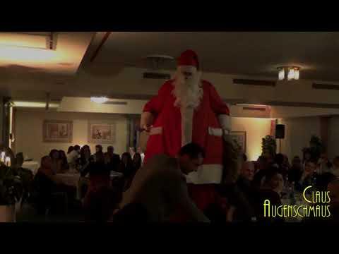 Video: Weihnachtsmann auf Stelzen Claus Augenschmaus. Die sympatische Überraschung